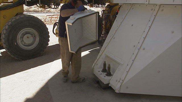 Relocation of an ALMA AEM antenna to the OSF (part 24)